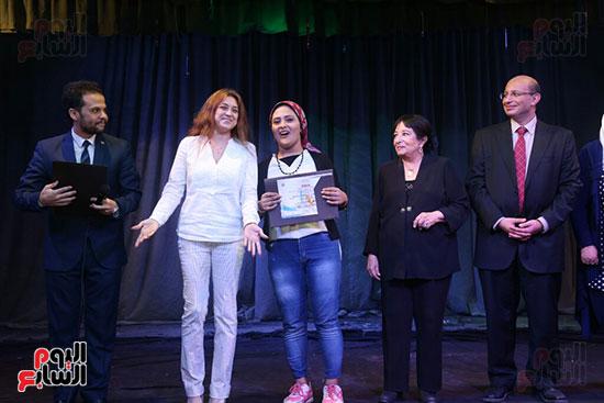 تكريم سميرة عبد العزيز بمهرجان المسرح الحر بجامعة عين شمس  (44)
