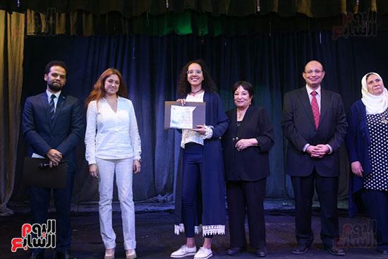 تكريم سميرة عبد العزيز بمهرجان المسرح الحر بجامعة عين شمس  (46)
