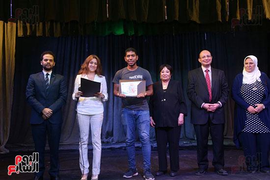 تكريم سميرة عبد العزيز بمهرجان المسرح الحر بجامعة عين شمس  (41)