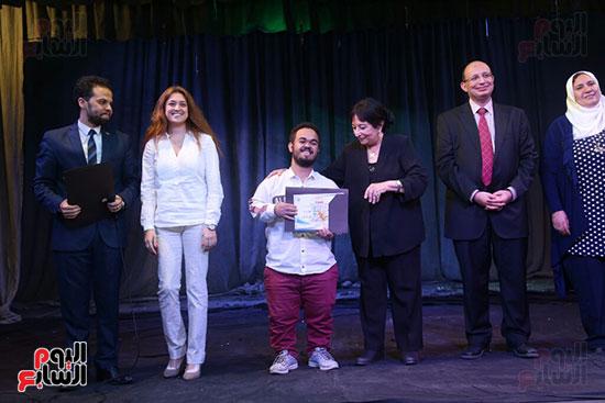 تكريم سميرة عبد العزيز بمهرجان المسرح الحر بجامعة عين شمس  (45)