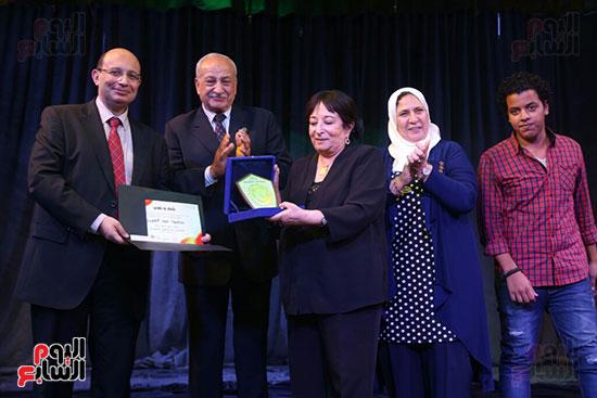 تكريم سميرة عبد العزيز بمهرجان المسرح الحر بجامعة عين شمس  (28)