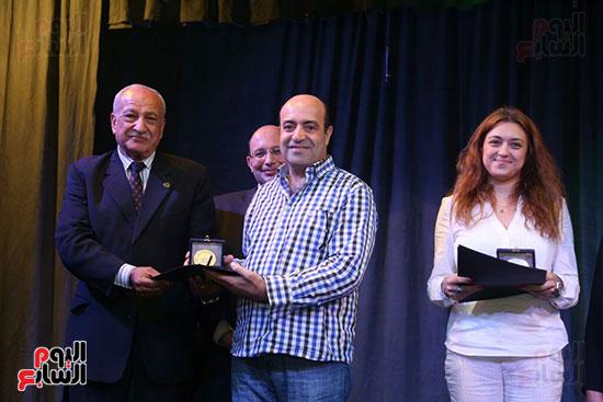 تكريم سميرة عبد العزيز بمهرجان المسرح الحر بجامعة عين شمس  (32)