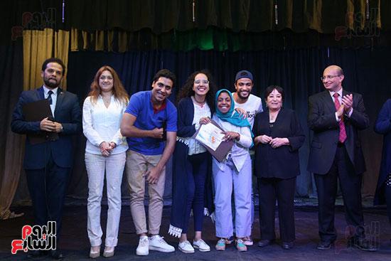تكريم سميرة عبد العزيز بمهرجان المسرح الحر بجامعة عين شمس  (54)