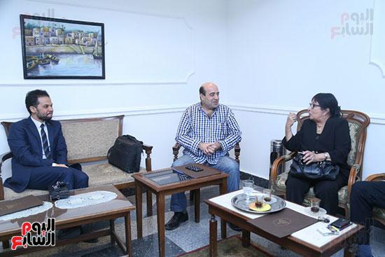 تكريم سميرة عبد العزيز بمهرجان المسرح الحر بجامعة عين شمس  (3)