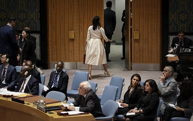 هيلي تخرج من قاعة الامم المتحدة خلال كلمة سفير فلسطين