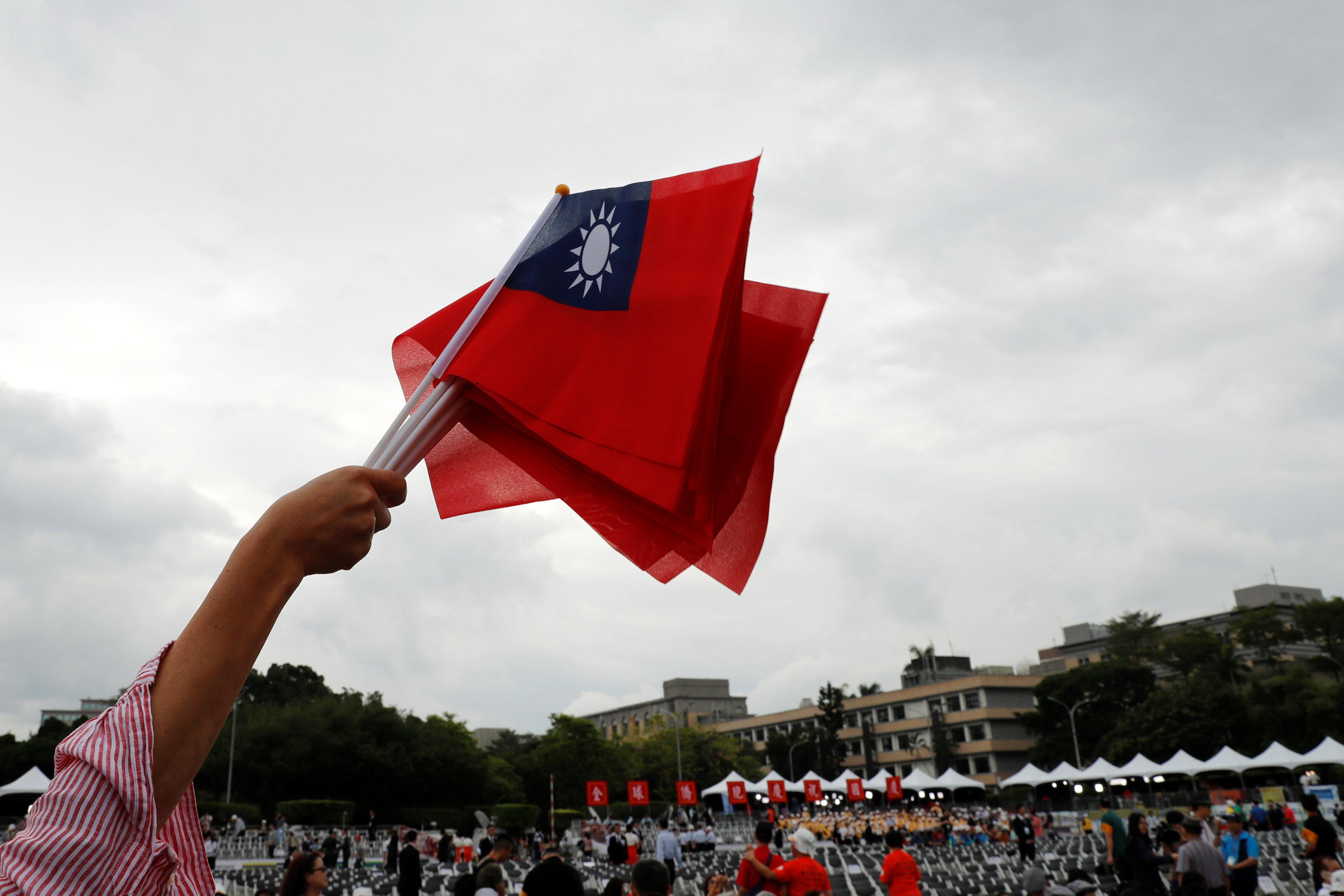 أعلام تايوان تتصدر المشهد فى الشوارع