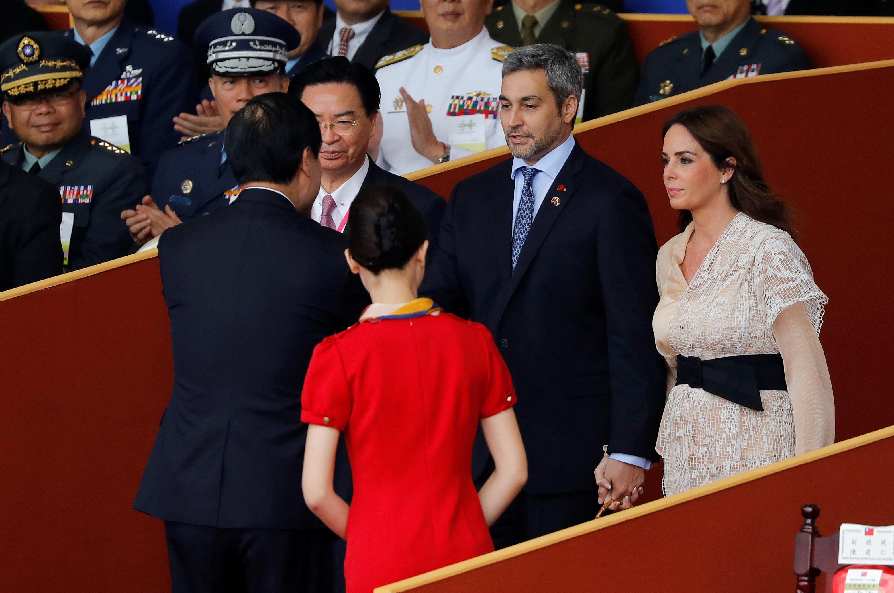 رئيس باراجواى وزوجته يشاركان فى الاحتفال باليوم الوطنى لتايوان