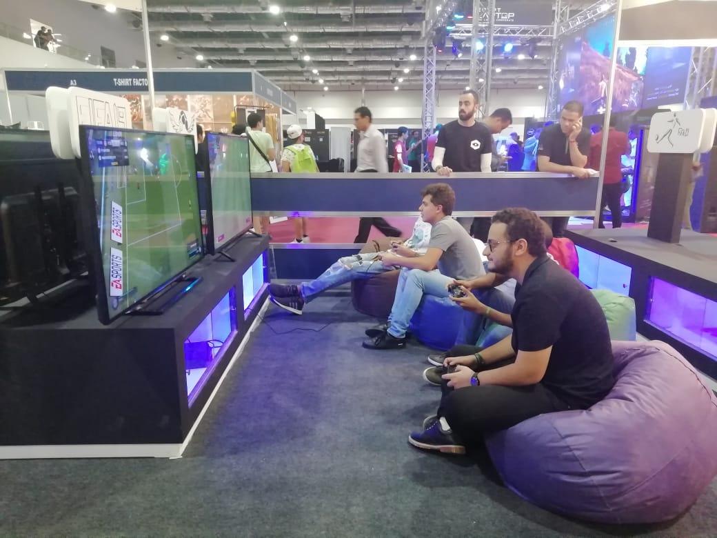 مئات الشباب يشاركون بأكبر تجمع للألعاب