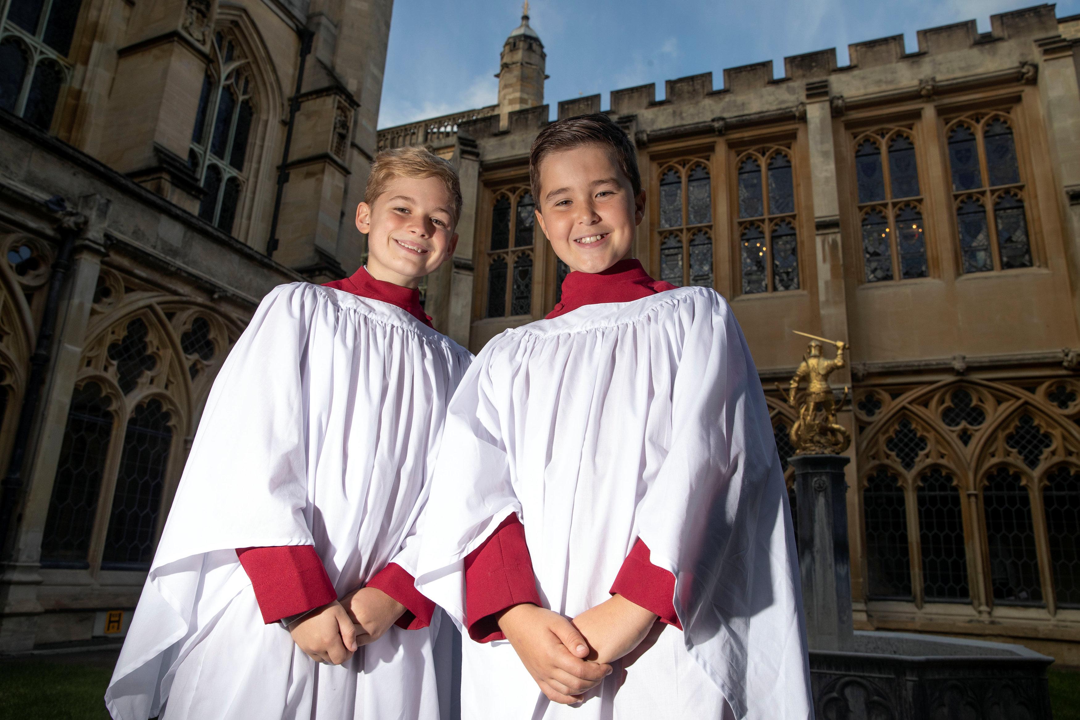 طفلان من بين المدعوين لحضور الزفاف الملكى