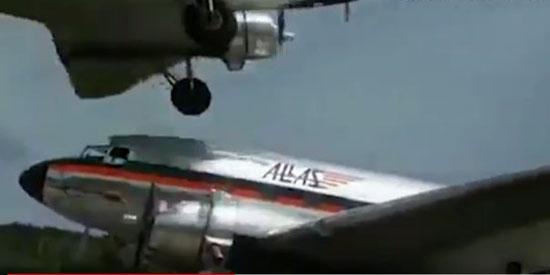25721-الطائرة-اثناء-اقترابها-بشكل-مخيف