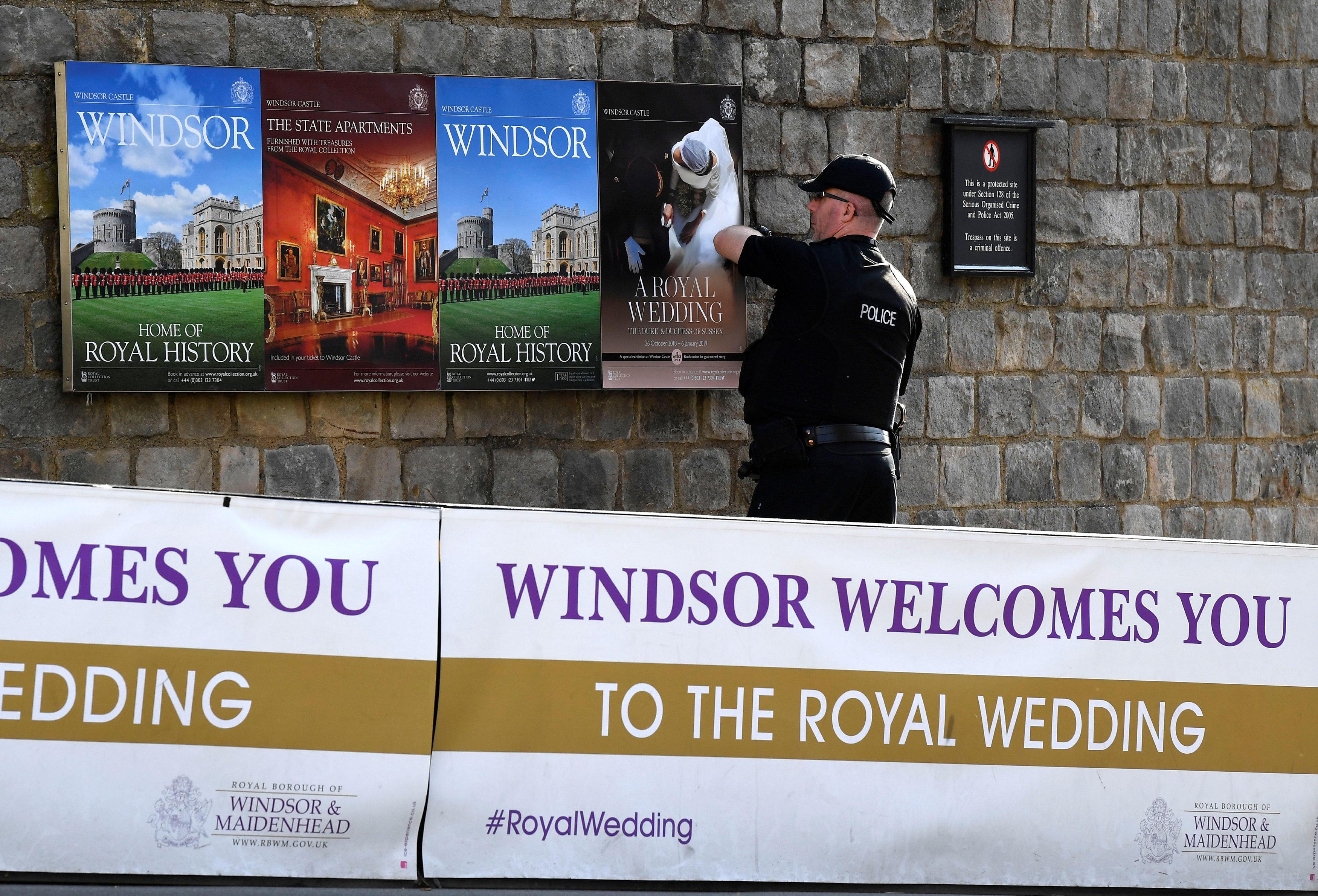 شوارع وندسور تستعد لاستقبال زفاف الأميرة أوجنى