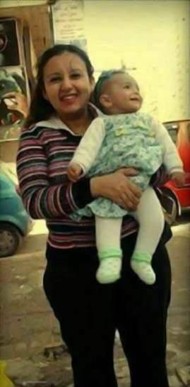 19026-راندا-مع-ابنتها-الشهيدة-لوسيندا