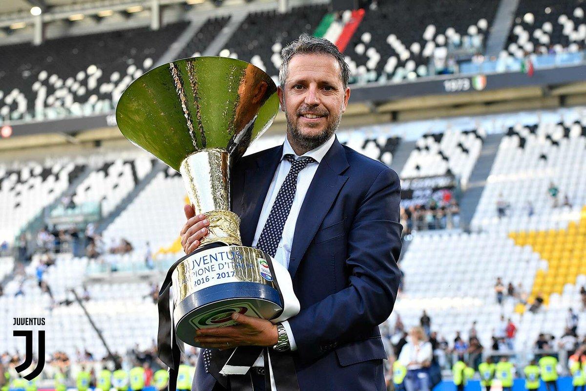 باراتيسي المدير الرياضى لفريق يوفنتوس حاملاً لقب الكالتشيو