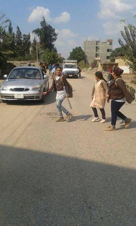الطريق أمام المدرسة  (1)