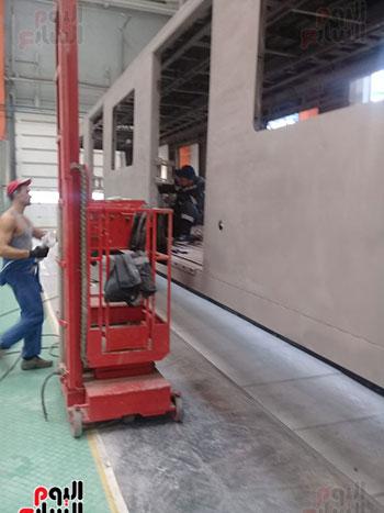 صور اليوم السابع فى جولة داخل مصنع عربات المترو الروسى (12)