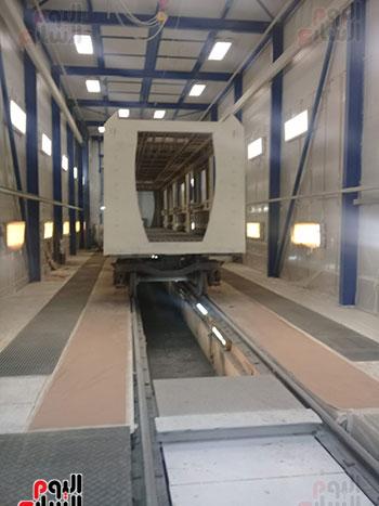 صور اليوم السابع فى جولة داخل مصنع عربات المترو الروسى (11)