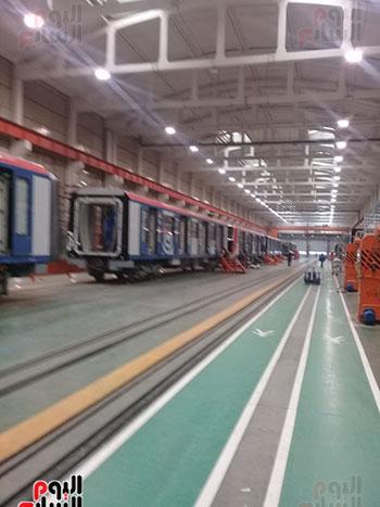 صور اليوم السابع فى جولة داخل مصنع عربات المترو الروسى (14)