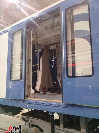 صور اليوم السابع فى جولة داخل مصنع عربات المترو الروسى (4)