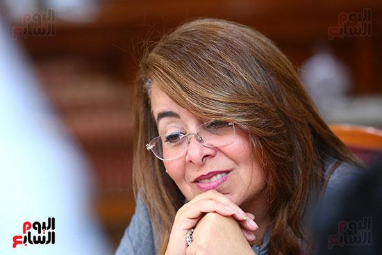 صور الوزيره تنصب فتاه وزيره للتضامن (12)