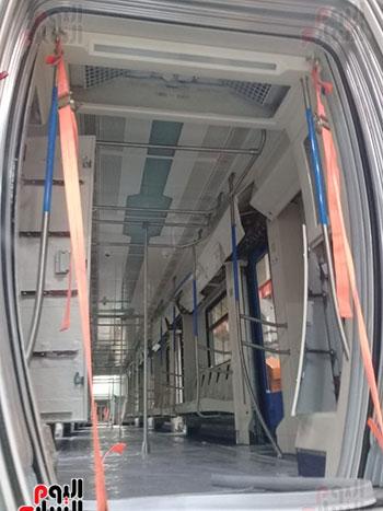 صور اليوم السابع فى جولة داخل مصنع عربات المترو الروسى (8)