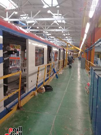 صور اليوم السابع فى جولة داخل مصنع عربات المترو الروسى (17)