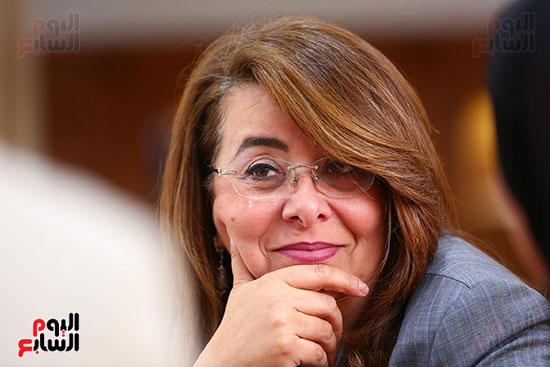 صور الوزيره تنصب فتاه وزيره للتضامن (13)