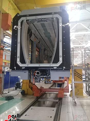 صور اليوم السابع فى جولة داخل مصنع عربات المترو الروسى (23)