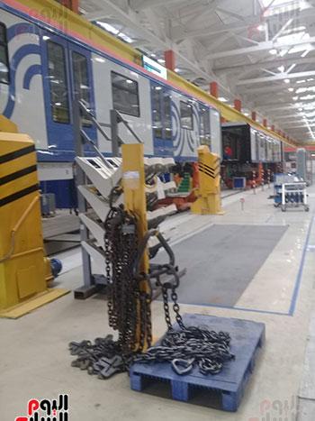 صور اليوم السابع فى جولة داخل مصنع عربات المترو الروسى (26)