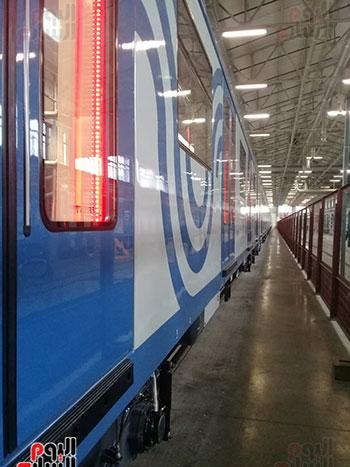 صور اليوم السابع فى جولة داخل مصنع عربات المترو الروسى (18)