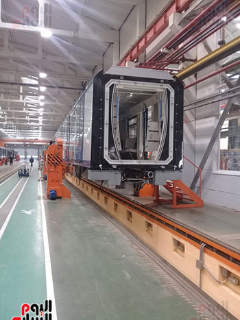 صور اليوم السابع فى جولة داخل مصنع عربات المترو الروسى (16)