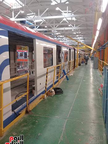 صور اليوم السابع فى جولة داخل مصنع عربات المترو الروسى (10)