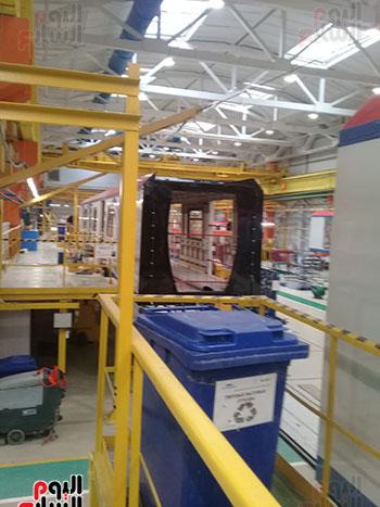 صور اليوم السابع فى جولة داخل مصنع عربات المترو الروسى (15)