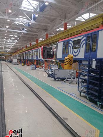 صور اليوم السابع فى جولة داخل مصنع عربات المترو الروسى (27)