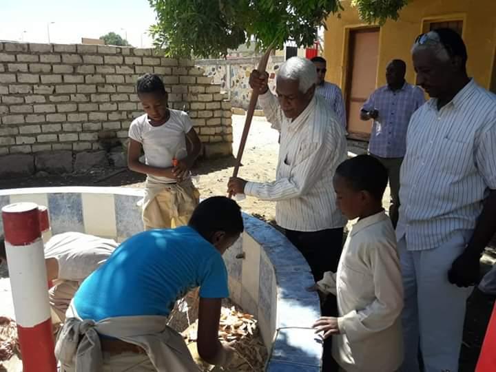 مبادرة لتنظيف شوارع مدينة نصر النوبة بأسوان ورسم جدرانها  (2)