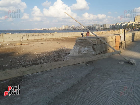هدم-جزء-من-سور-كورنيش-الإسكندرية-التراثى-(3)