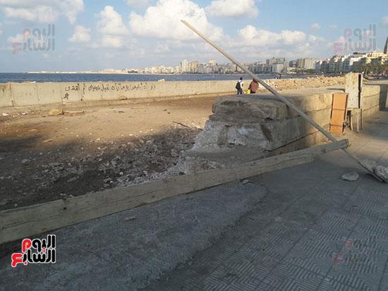 هدم-جزء-من-سور-كورنيش-الإسكندرية-التراثى-(2)