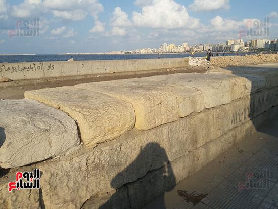 هدم-جزء-من-سور-كورنيش-الإسكندرية-التراثى-(5)