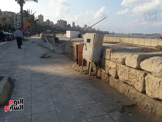 هدم-جزء-من-سور-كورنيش-الإسكندرية-التراثى-(10)