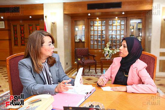 صور الوزيره تنصب فتاه وزيره للتضامن (18)