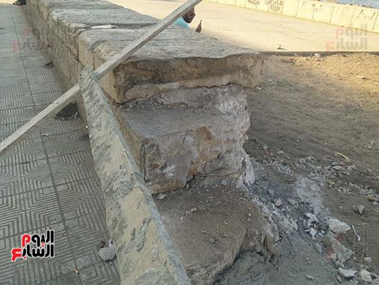 هدم-جزء-من-سور-كورنيش-الإسكندرية-التراثى-(4)