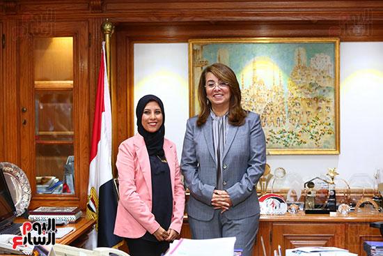 صور الوزيره تنصب فتاه وزيره للتضامن (7)