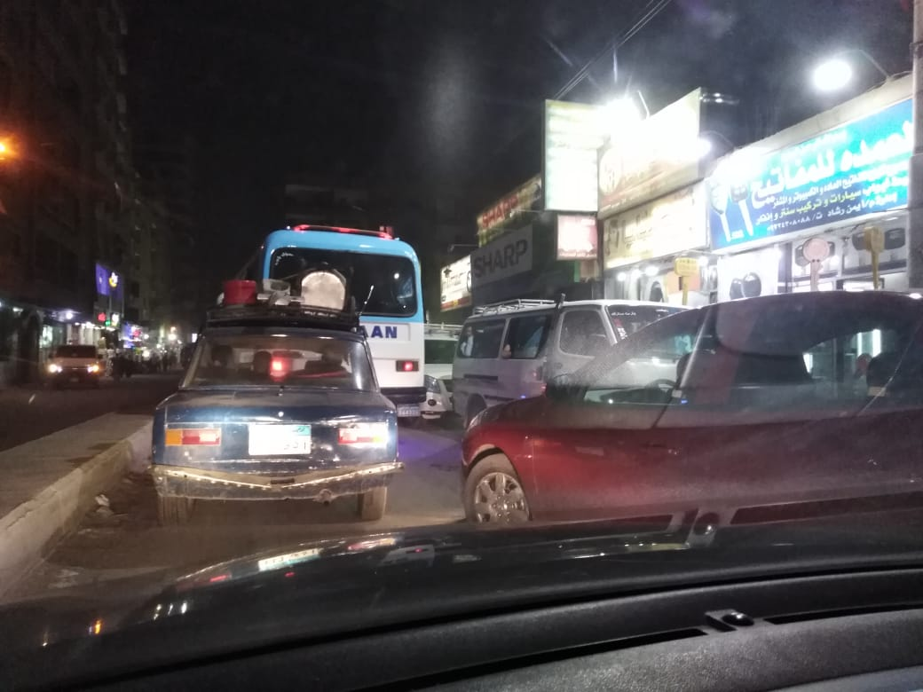 تكدس السيارات بالخصوص