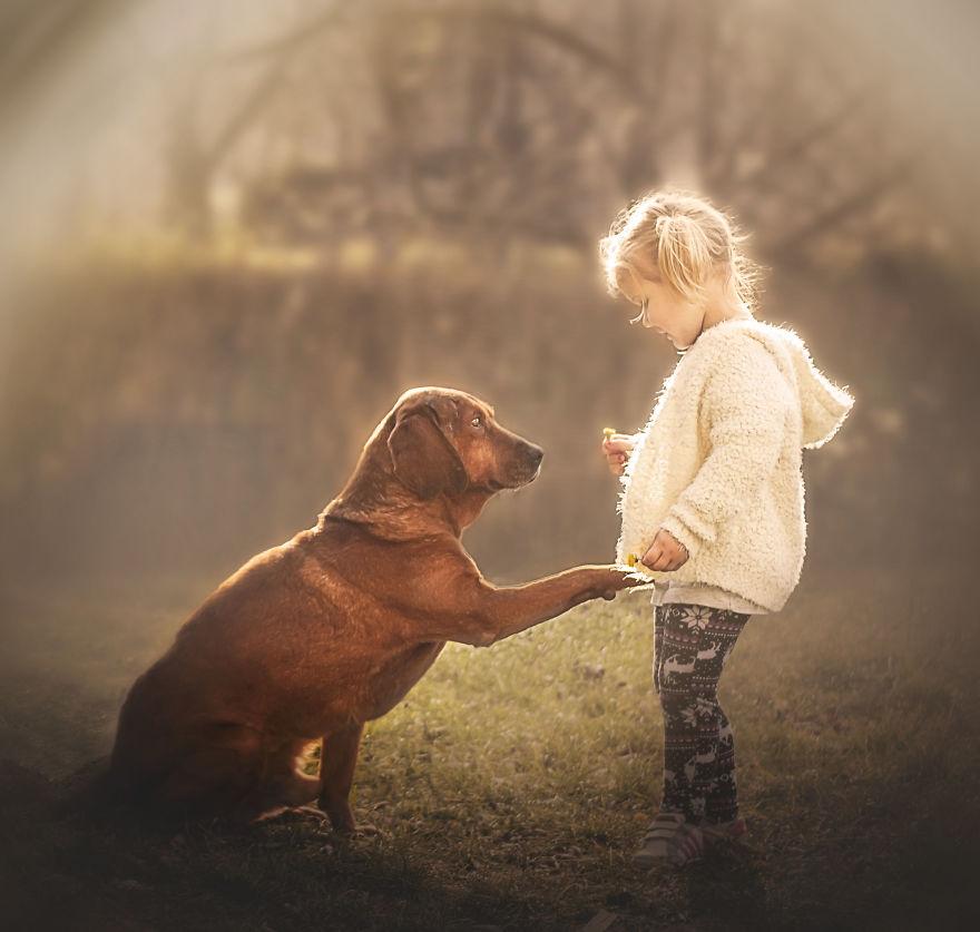 البنات واللعب مع الحيوانات