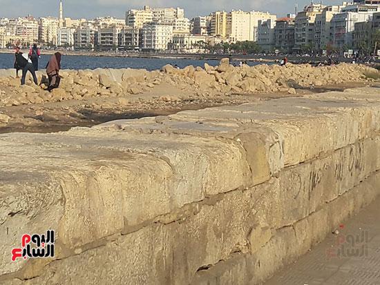 هدم-جزء-من-سور-كورنيش-الإسكندرية-التراثى-(1)