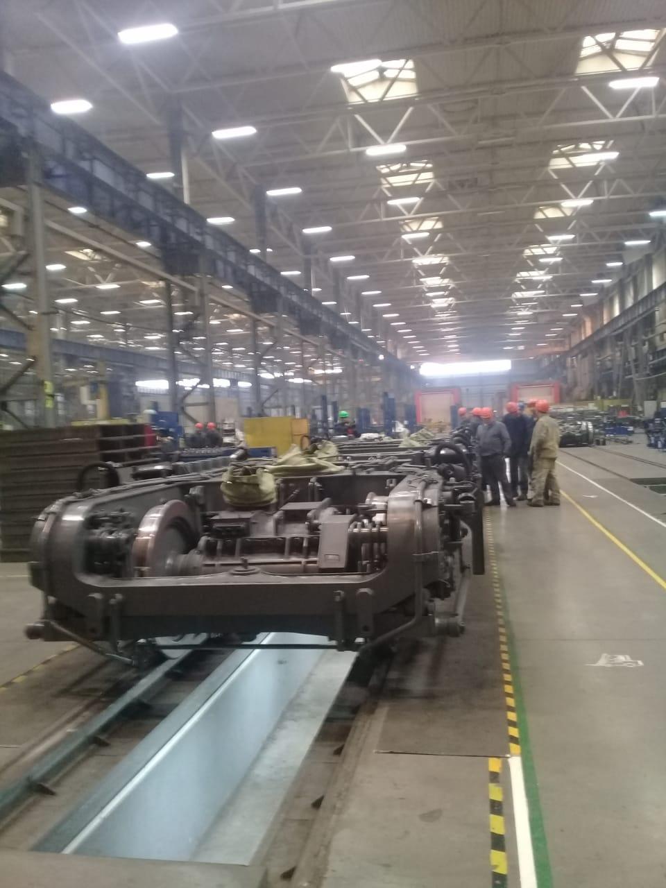 جولة لليوم السابع بمصنع جرارات السكة الحديد الروسى (9)