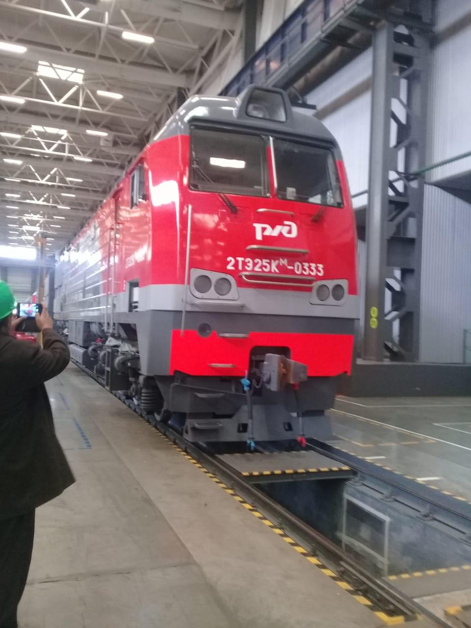 جولة لليوم السابع بمصنع جرارات السكة الحديد الروسى (4)