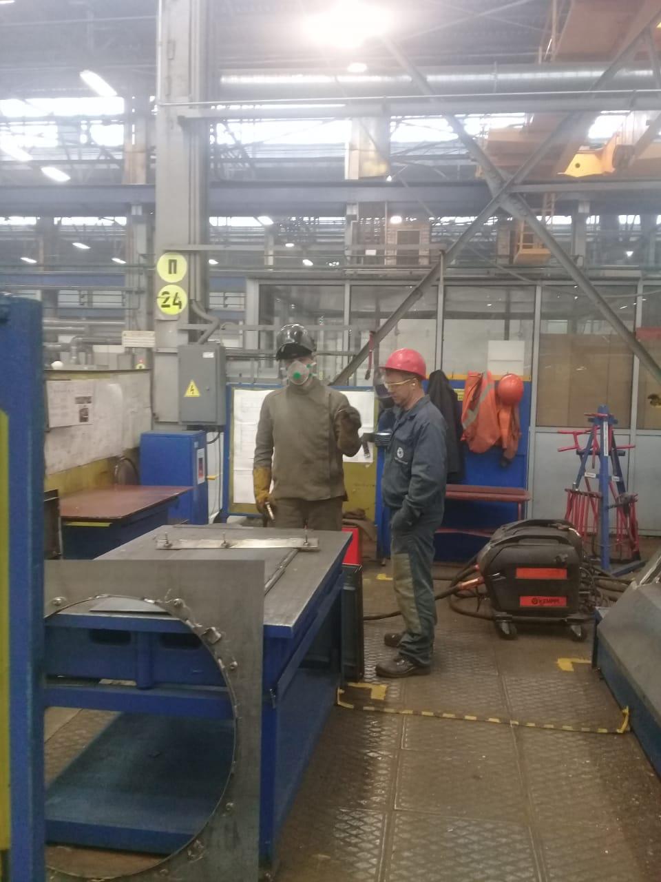 جولة لليوم السابع بمصنع جرارات السكة الحديد الروسى (17)