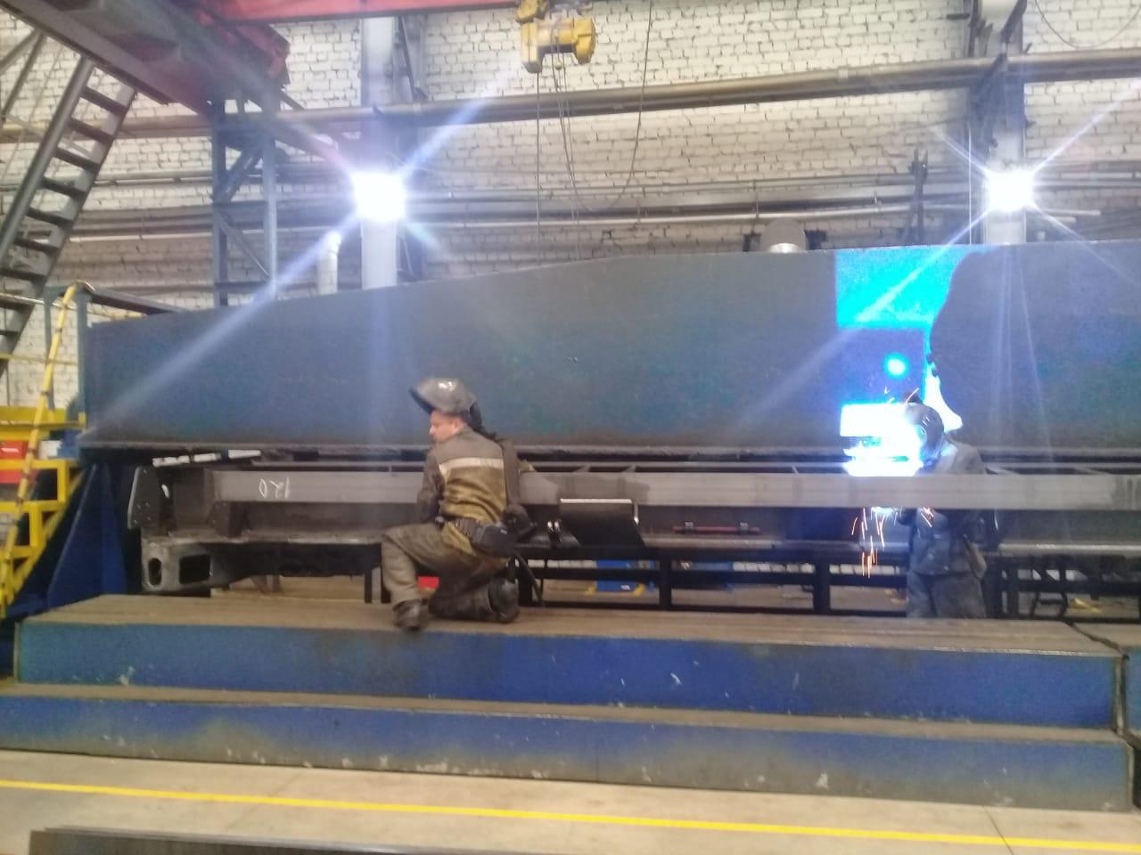 جولة لليوم السابع بمصنع جرارات السكة الحديد الروسى (29)