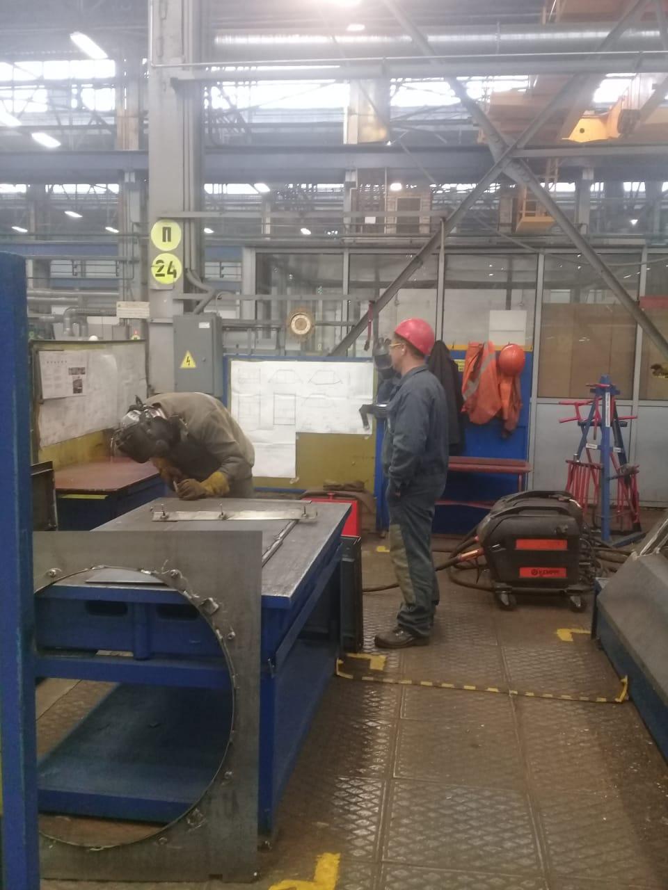 جولة لليوم السابع بمصنع جرارات السكة الحديد الروسى (18)