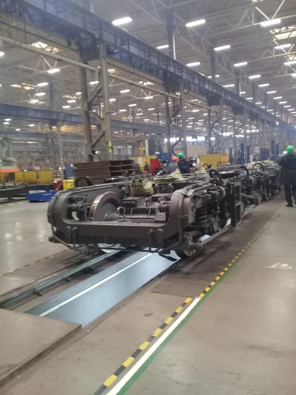 جولة لليوم السابع بمصنع جرارات السكة الحديد الروسى (10)